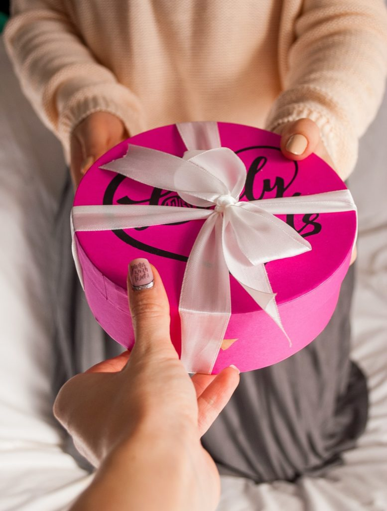 How to Become a Cam Girl: Accepting Gifts from Viewers